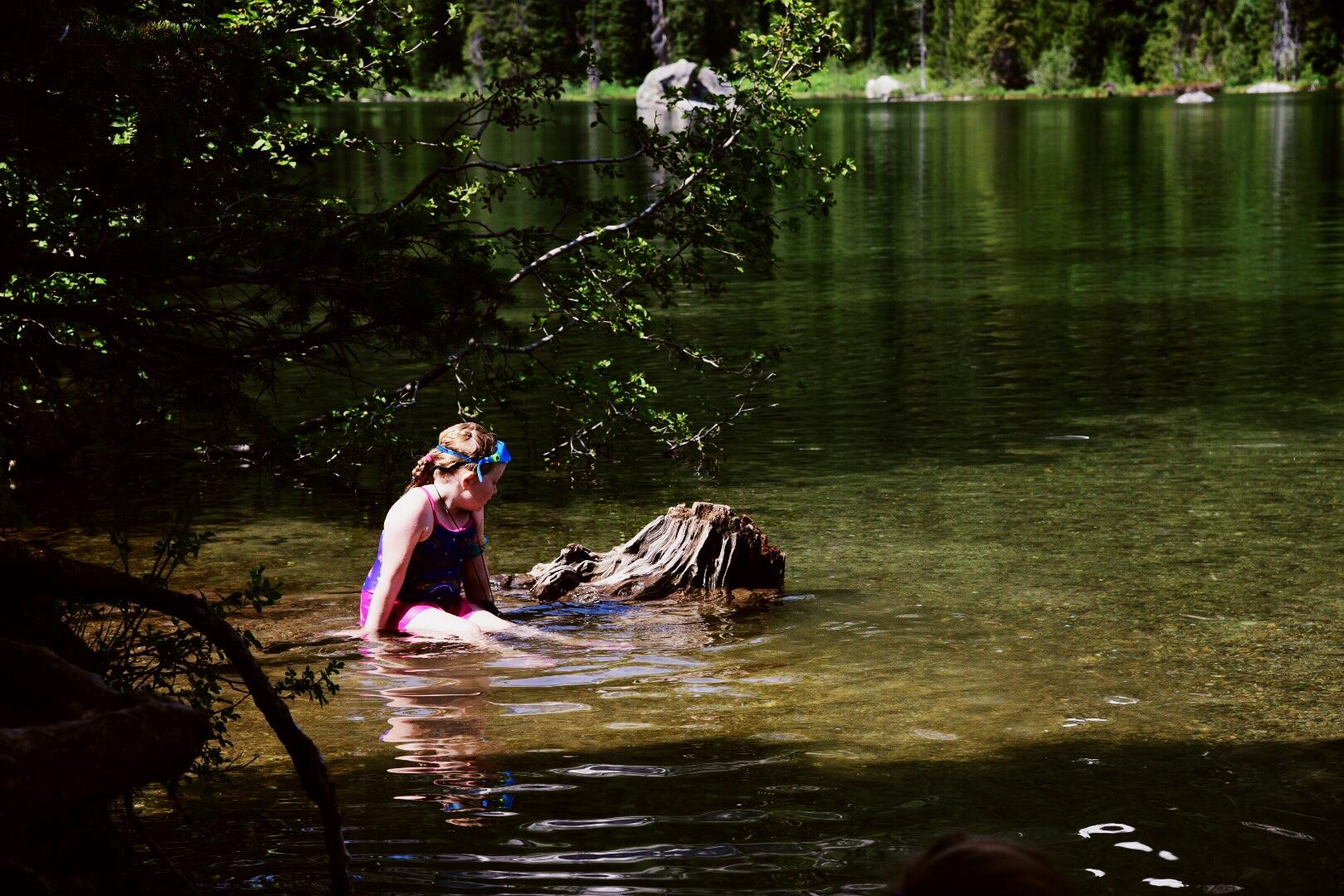 String Lake is a nice shallow lake of only 6 feet deep and is the ideal location for swimming, canoeing, SUP and kayaking. (Image: Rebecca Mongrain/Seattle Refined)