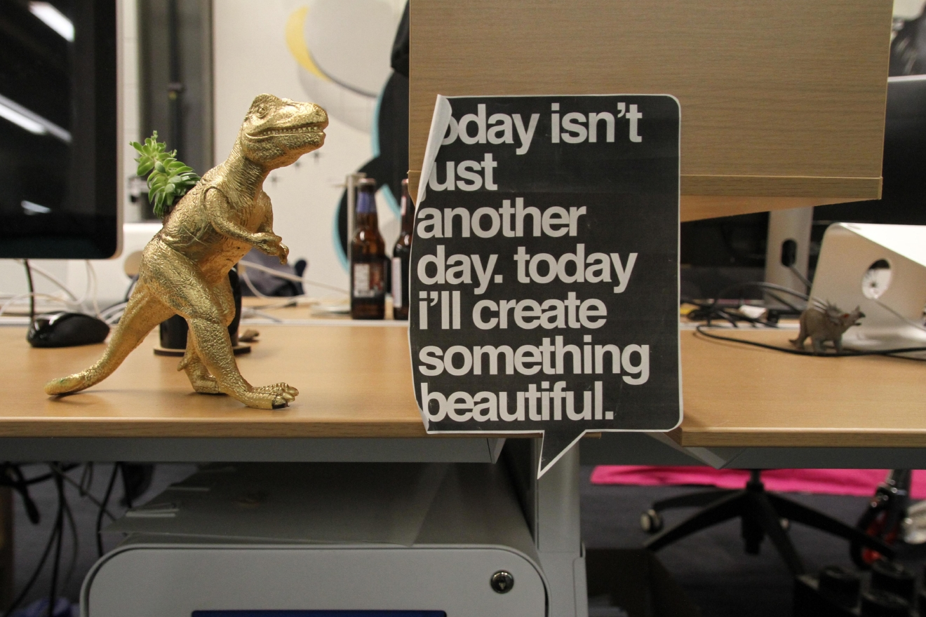ISL has a penchant for gold dinosaurs and inspirational messages for creators. (Amanda Andrade-Rhoades/DC Refined)