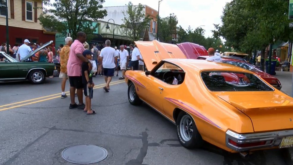 Old Town Car Show Fills Union Street During National Cherry Festival - Old town car show time