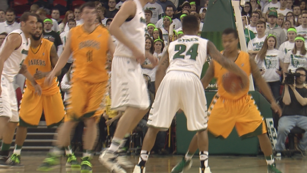 Keifer Sykes looks to pass against Wright State.