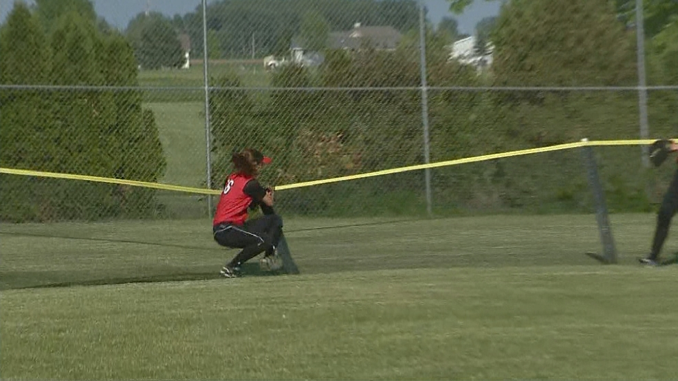 New London beats Wrightstown to head to WIAA state softball.