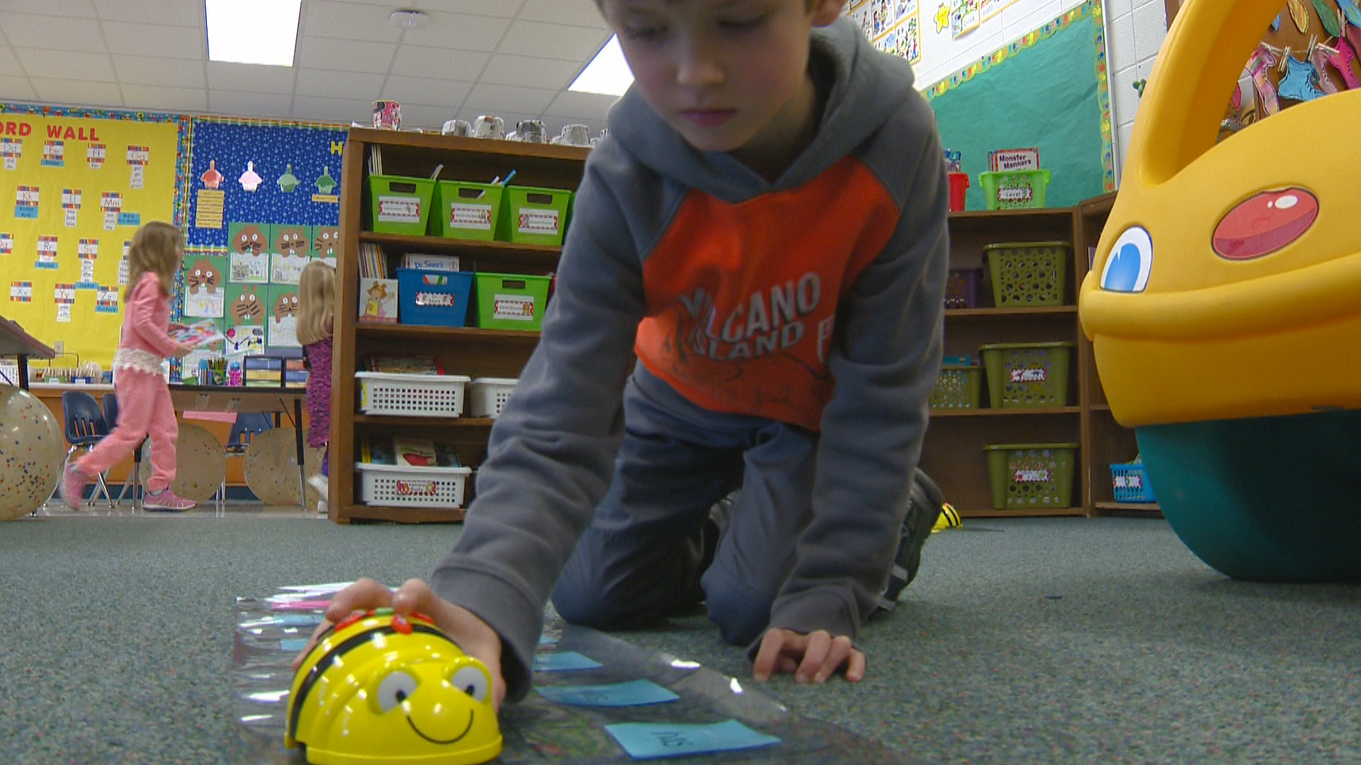 A student using Bee-Bot in Wetzel's class. (WLUK/Gabrielle Mays)