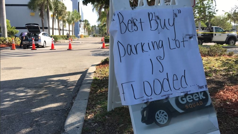 Restaurants At Palm Beach Outlets Shut Down After Water